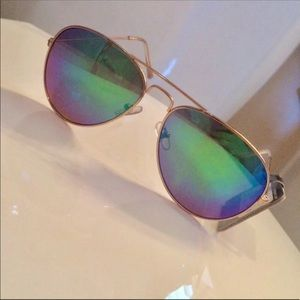 Foster Grant Sunglasses Gold Frame Blue Green  NWT